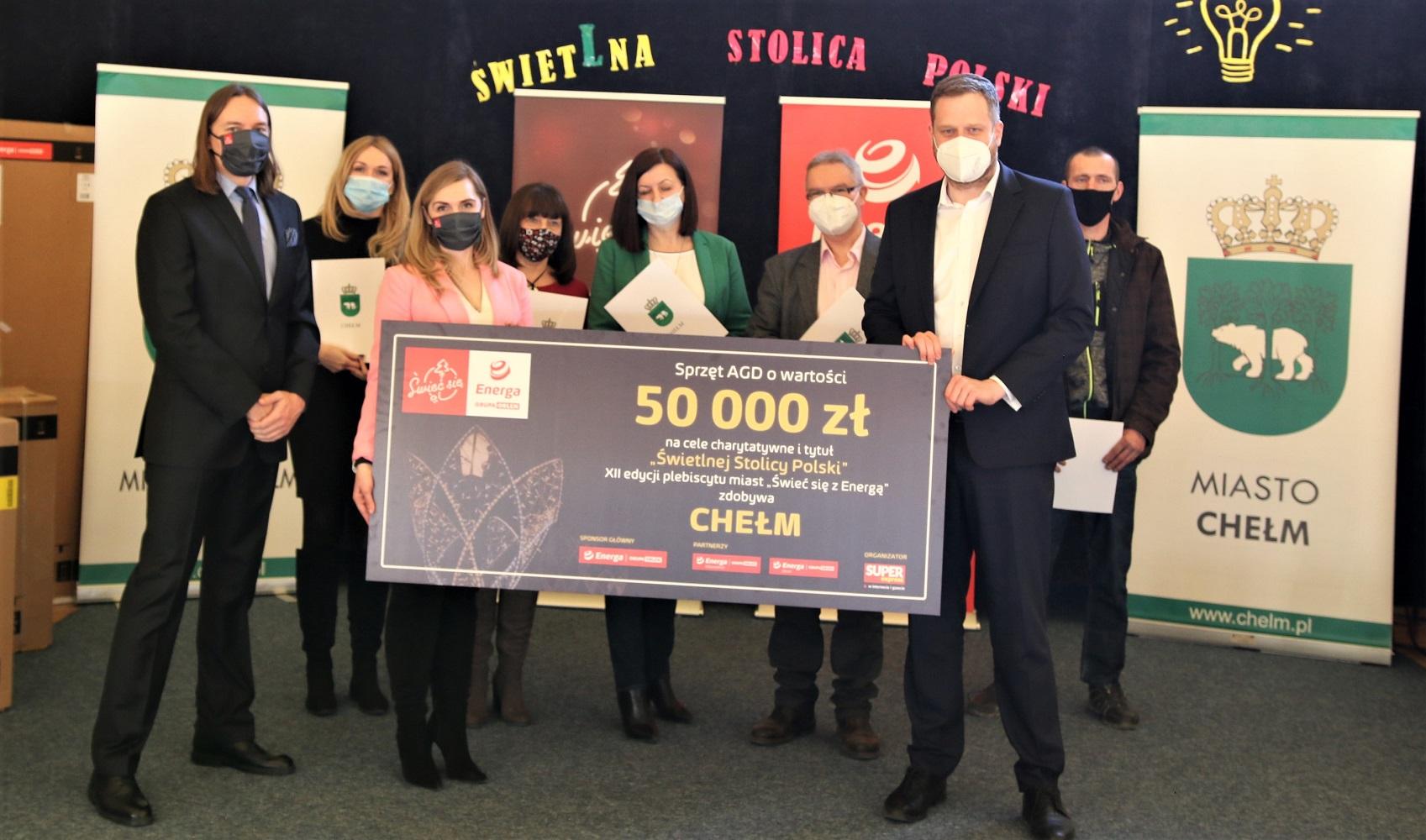 """Chełm - uroczystość przekazania nagród za zajęcie 1. miejsca w konkursie """"Świeć się z Energą"""""""